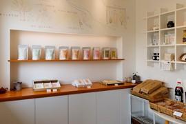 番茶やほうじ茶、和紅茶など各種販売
